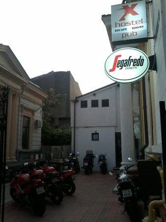 X Hostel Bucharest: Frequented by bikers!