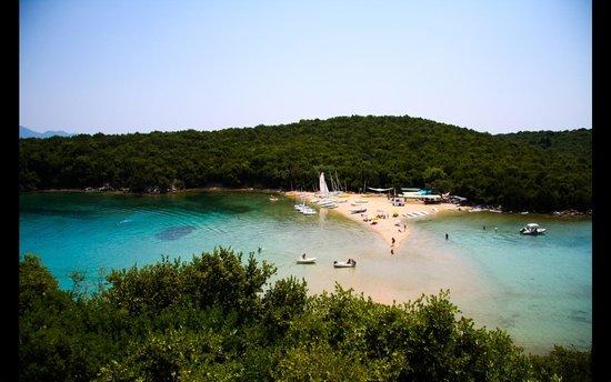 Neilson Retreat Beachclub: Neilson Retreat spit across to activity beach