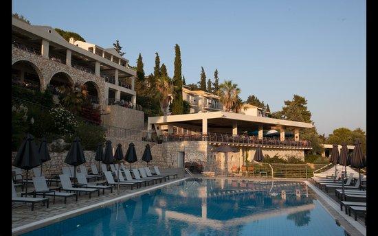 Neilson Retreat Beachclub: Hotel and bar area