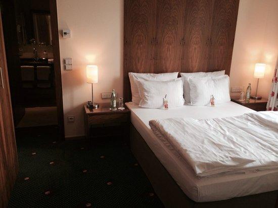 Maximilian Munich Apartments & Hotel: Garden suite bedroom