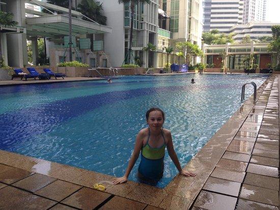 Fraser Residence Sudirman Jakarta: Swimming Pool