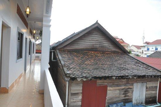 Angkor Honey Villa: close to Cambodian transitional house