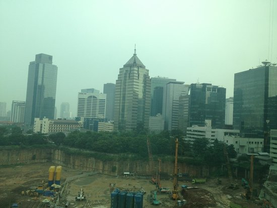 Fraser Residence Sudirman Jakarta: View from room, building site across road