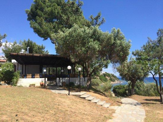 Trikorfo Beach Resort: Ресторан на территории