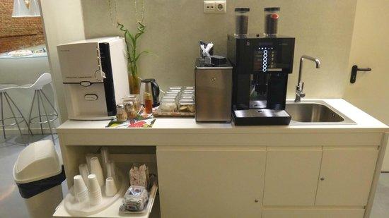 Urban Sea Atocha 113: Cafe, Agua fría, y galletitas libres