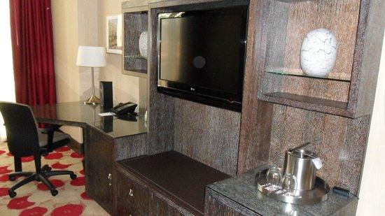 Kimpton Hotel Palomar Chicago: TV