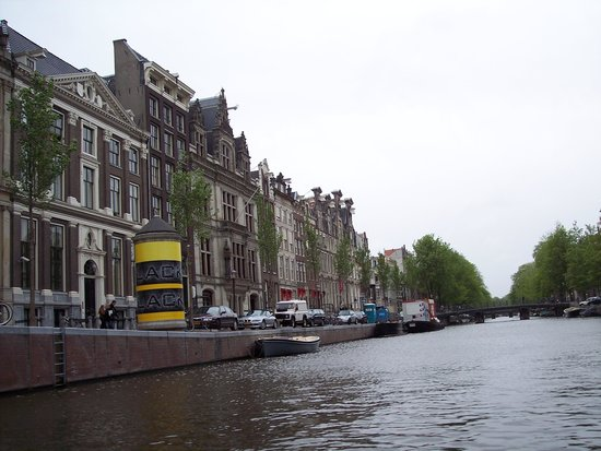 De Duif: Buildings near the river