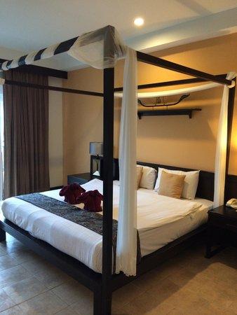 Krabi La Playa Resort: Canopy bed