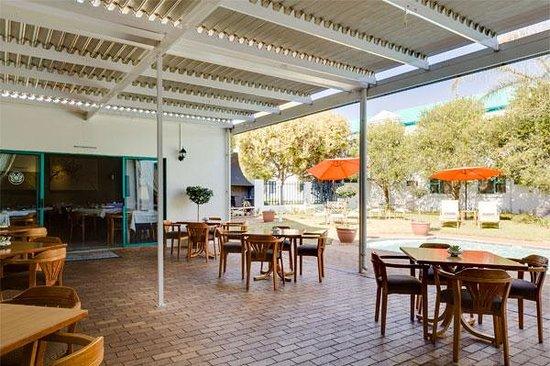 Protea Hotel by Marriott Polokwane Landmark: Patio Area