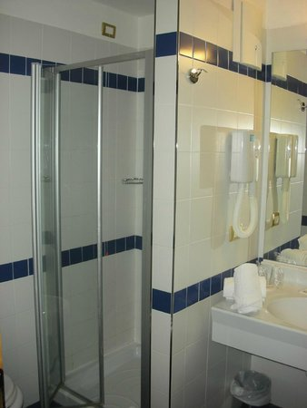Club Hotel Regina e Fassa: Bagno con doccia