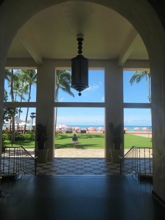 The Royal Hawaiian, a Luxury Collection Resort: ホテルから海を見る