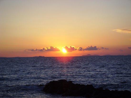 مار هوتل أليموري سبا: Sunset view from our table at dinner!