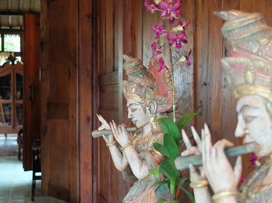 Kampung Kecil: All our rooms are tastefully decorated with antique Indonesian furniture