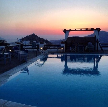 Skala Hotel: The view at sunset