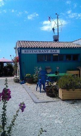 Restaurant Port Lauzieres: j ai evité la volkswagen stationnée