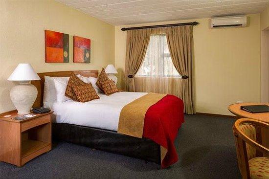 Protea Hotel by Marriott Polokwane Landmark: Spacious Deluxe room