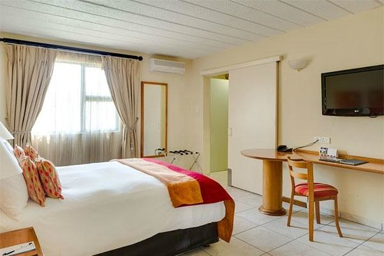 Protea Hotel by Marriott Polokwane Landmark: Spacious Physical Disabled room