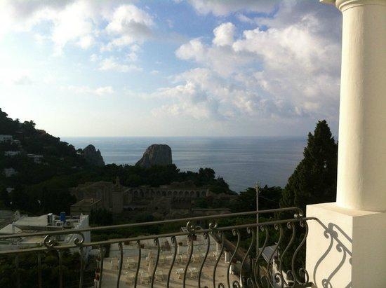 La Residenza: Cartosa e Faraglioni all'alba