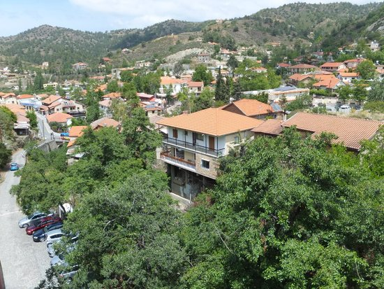 The Mill Hotel: Restaurant veranda panoramic view 1