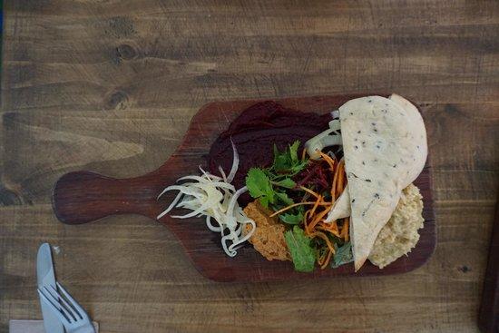 Ard Bia at Nimmo's: hummus plate