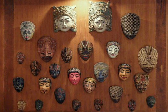Villa Kampung Kecil: Javanese masks as decoration in one of our villas