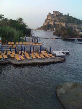 Gardenia Mare: La panoramica con il castello Aragonese