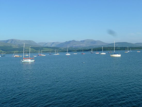 Ty Anne Guest House: Looking towards Snowdonia from the window