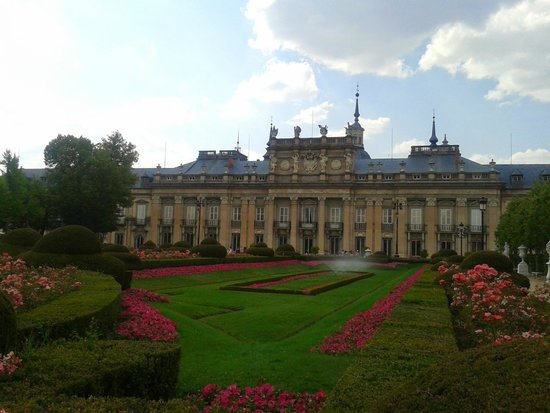 Jardines de la Granja de San Ildefonso: Palácio Real de la Granja de San Ildefonso - vista do jardim