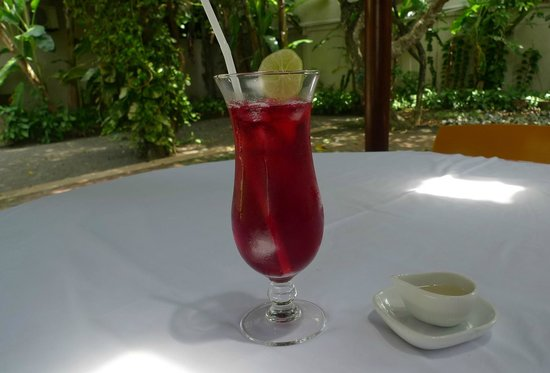 Apa Villa Thalpe: Chilled iced Rose and Hibiscus tea from our Tea Bar menu.