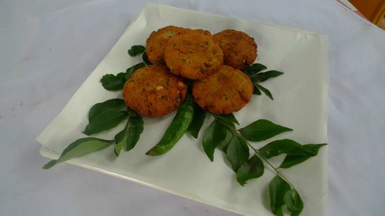 Apa Villa Thalpe : Savoury lentil snacks spiked with curry leaves.