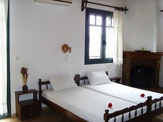 O Kipos tis Skardamoulas : bedroom