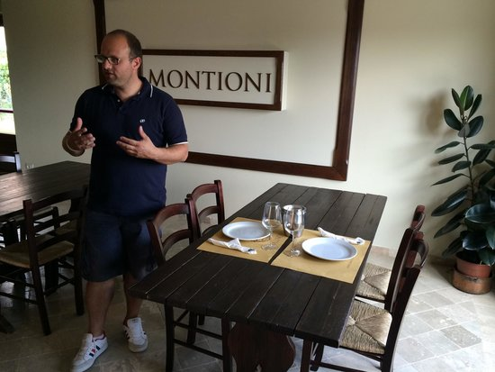 Montioni, Oil Mill & Winery: Paolo introducing the lunch and wine tasting