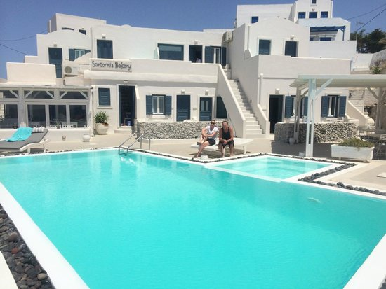 Santorini's Balcony : Lazing by the Pool