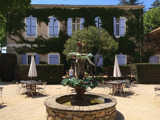 Chateau du Puits es Pratx : Rear of the Chateau/Courtyard