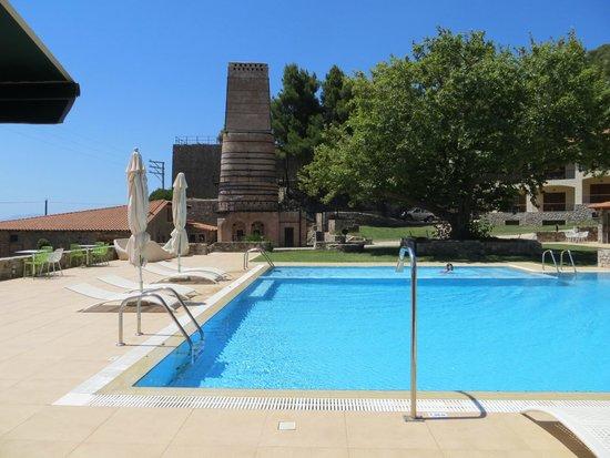 Kaminos Resort: Pool Area