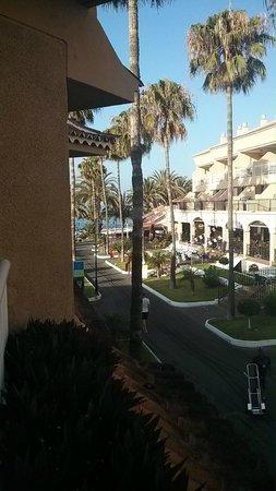 Apartamentos Vistasur: lower balcony