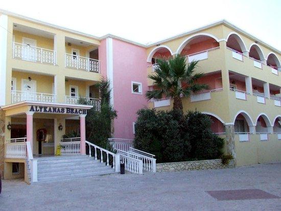 Alykanas Beach Apart-Hotel: entrance