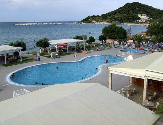 Alykanas Beach Apart-Hotel: pool from balcony view