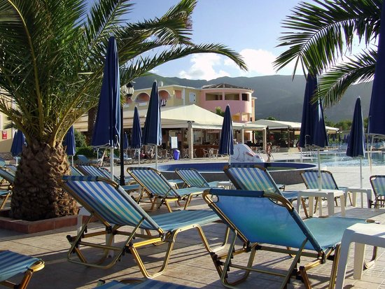 Alykanas Beach Apart-Hotel: around the pool