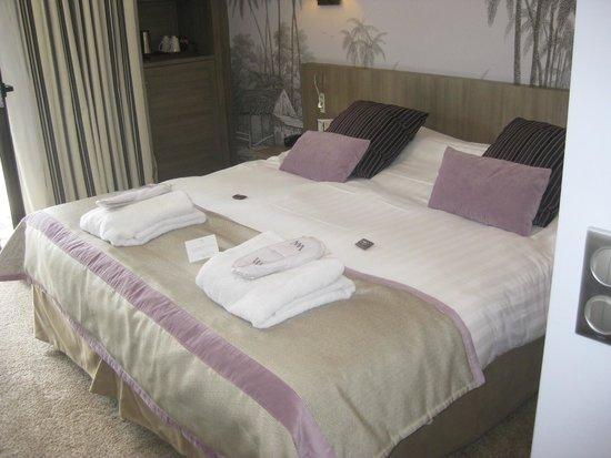 Hôtel Le Nouveau Monde : Great, comfortable bed