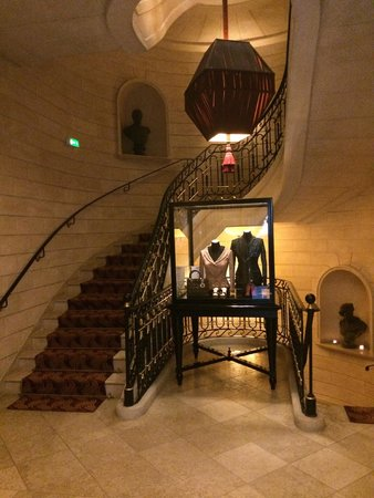 InterContinental Bordeaux Le Grand Hotel : Stairwell