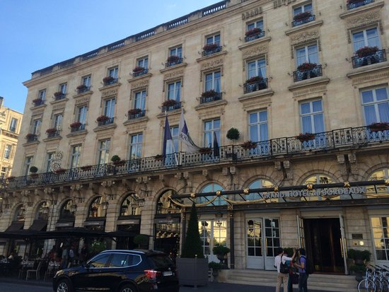 InterContinental Bordeaux Le Grand Hotel : View from outside front of hotel