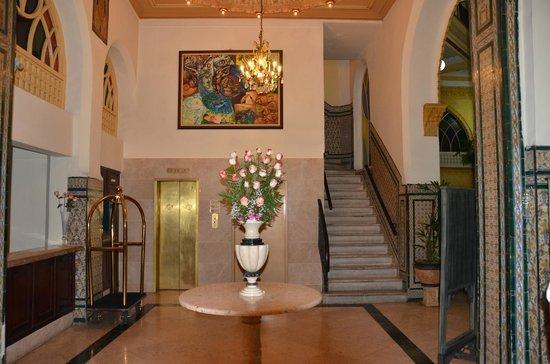 Hotel Inglaterra: лифт под старину