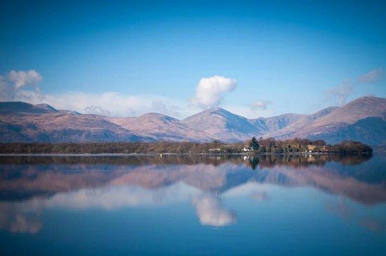 Oak Tree Inn: A nearby view of Loch Lomond