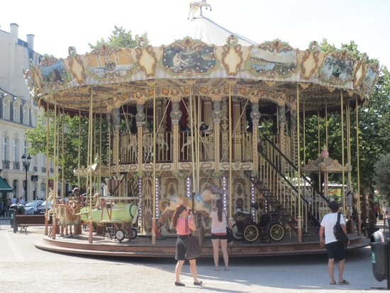 InterContinental Bordeaux Le Grand Hotel : Carousel outside hotel