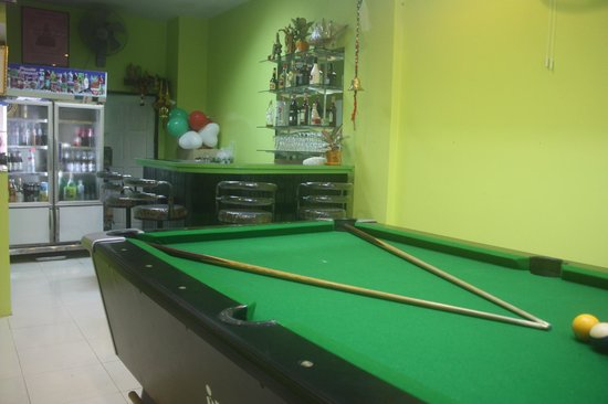 Bacione Bar & Room for Rent: Bar e sala tv