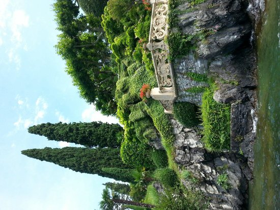 Villa del Balbianello: Part of the beautiful garden. View from the kayak.