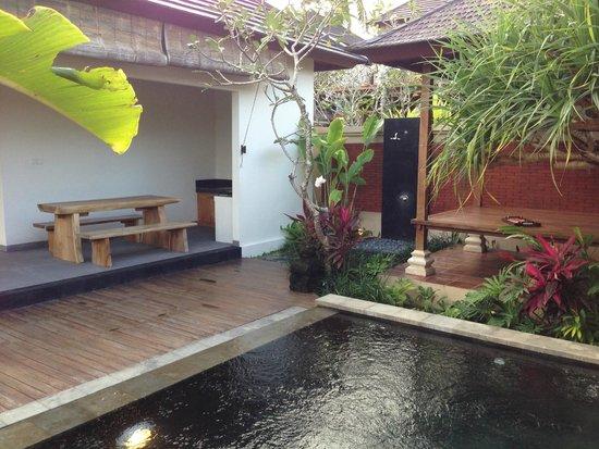 Onje Resort and Villas: outdoor shower