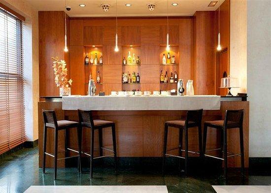 NH Ciudad de Almeria: bar - cafeteria