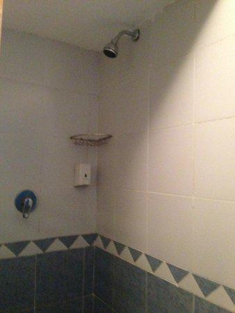 Lilly Land Beach Club Hotel : душ